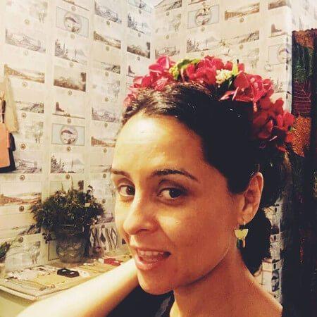 Flores frescas para los adornos del pelo