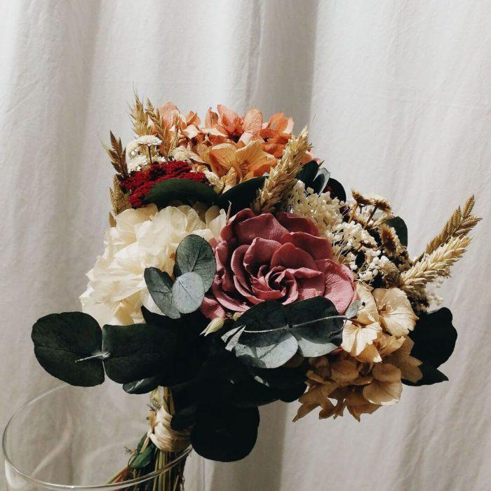 Elaboración de ramos de flores originales y venta online o recogida en tienda Madrid capital barrio de las letras