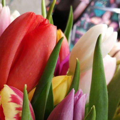 Comprar online Madrid centro ramos de tulipanes de colores
