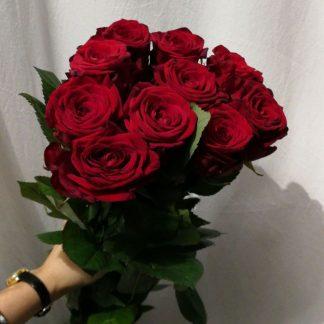 Floristería de Madrid capital que prepara preciosos ramos de rosas rojas