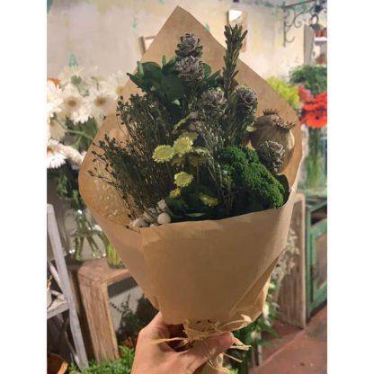 ramillete de flores preservadas de color verde