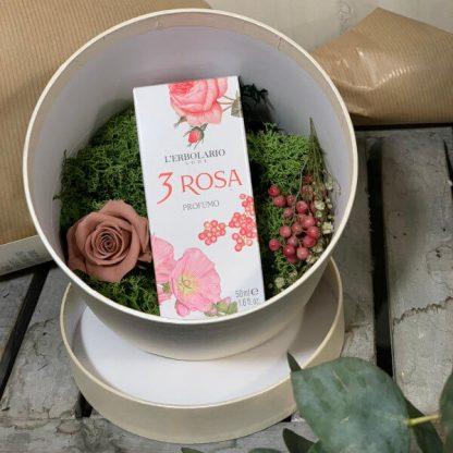 Cajita con flor preservada y perfume de L'erbolario