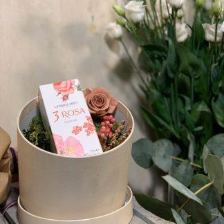 Caja con rosa preservada y perfume de 3 rosas