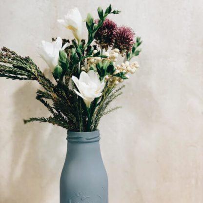 Minibotella con flores de temporada