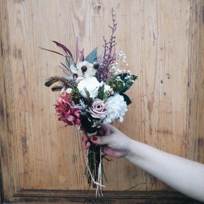 Ramo de flores Flavia color Burdeos